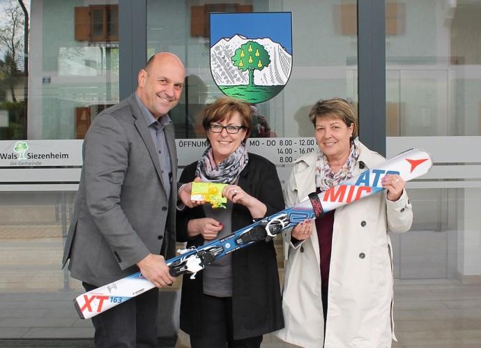 v.l.n.r.: Bgm. Maislinger, Petra Reiter, Maria Schruckmayr
